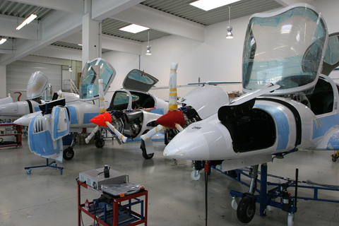 Next, mounting the engines on the frame. Once properly loaded, the aircraft can lowered onto their landing gear and stand on their feet freely like the example in the background
