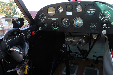 The aforementioned panel. Simple and uncluttered, it contains all you really need for VFR flying.