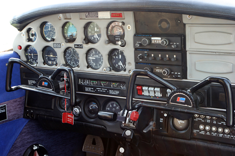 The typical Piper cockpit. Though not much of a looker from the outside, in here DJZ was equipped rather nicely. You had a transponder, VOR and ADF, pretty much everything you needed for any form of VFR flying