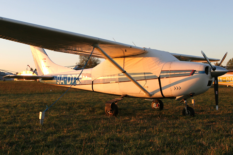 Parked away from the main apron on a beautiful autumn afternoon. Easily recognisable as an mid model by the oldie cowl, from the firewall back it generally looks like any other Skylane