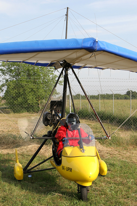 Vertical view just before taxiing out. The manufacturer's webpage states that the Apollo GT can also be equipped with floats