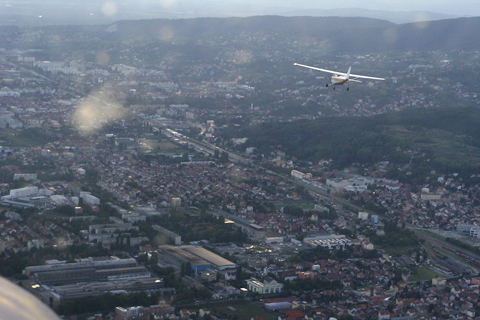 Chasing DDD during a formation panorama (!) flight (a turning dogfight) above Zagreb. Though DMM was not up to the task speed-wise, this was by far the most interesting panorama I've ever flown :) (Šime Lisica)