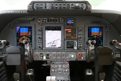 Showing off the Collins Pro Line 21 suite. An increasingly common solution in biz aircraft, the Pro Line 21 is used also in the King Air and CitationJet families, as well as the DeHavilland Canada Dash 8 Q400 regional prop