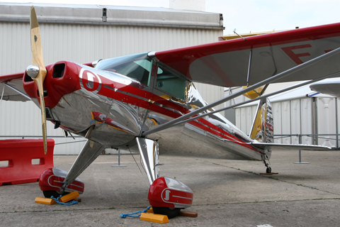 F-PMCD, what at first thought to be a Cessna 120, turned out to be a rare Luscombe 8A Master (of the Silvaire family). Beautiful thing, the bright red really suits it