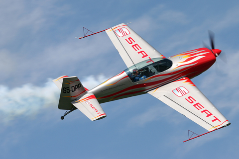 Though the paint scheme on S5-DPP is a generic factory one, I must say it looks awesome against a blue sky