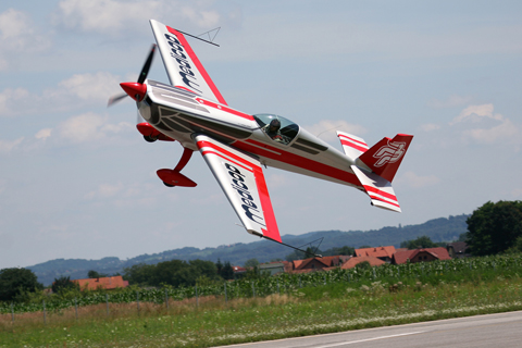 The meaner and more powerful Extra 330SC with Mr. Podlunšek at the controls slicing low above the runway