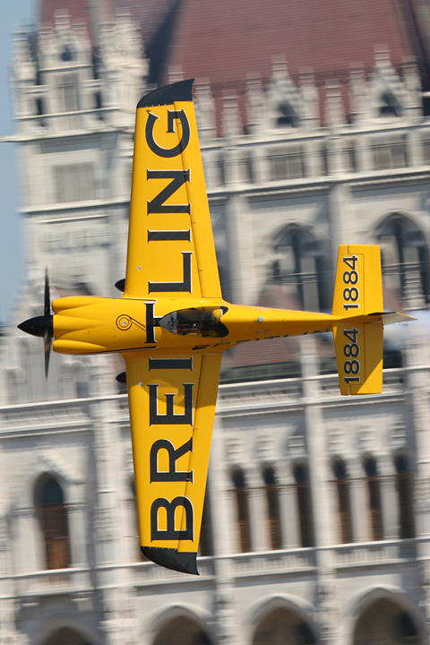 """Grandpa"" Nigel Lamb, 53 and flying the stunning MXR Technologies MXS-R Race 9, on the closest approach to the Paliament. Painted in a simple - but very effective - yellow/black scheme, Race 6 was by far the coolest looking aircraft on the track :)"