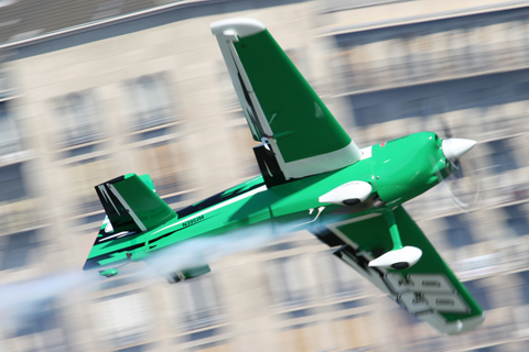 The one picture that best summarises the air race: speed, some and insane action! Michael Goulian in Edge 540 Race 99