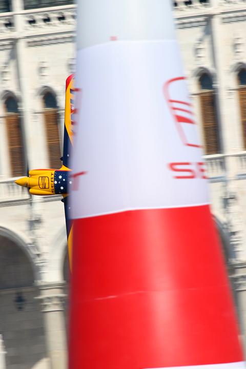 Peek-a-boo! Oz bloke Matt Hall in the MXS-R Race 95, emerging from behind a pylon