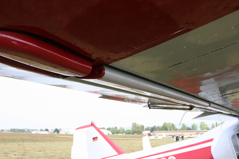 Out back we have split slotted ailerons which droop along with the flaps. This thing is really an oversized Fiesler Storch :)