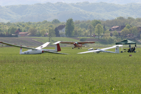 Polish domination at Lučko :). Two Pirats, 9A-GRA and GZA, in the company of a SZD-41A Jantar Standard, aptly registered 9A-GJA