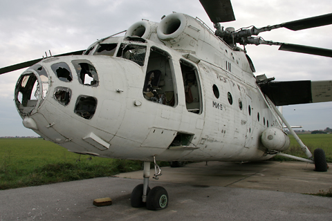 More akin to a fixed-wing aircraft than a helicopter, the Mi-6 required a six-man crew, including a pilot (who sat on the left), copilot, two flight engineers, a navigator and radio operator. During military and cargo ops, this could swell to even more when you add the equivalent of the loadmaster