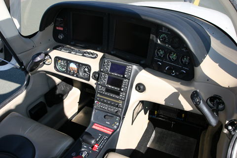 The office :). There's a whole farm worth of cow in here :D. Unlike its follow-on, the G2 sports the Avidyne glass cockpit system, as opposed to the G1000-based Cirrus Perspective system on the G3. The sidesticks - which are also the trim controls - give the front seats a lot of room