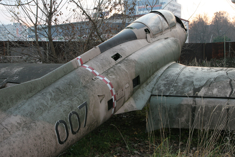 Though in serious need of a wash, the whole aircraft appeared to be structurally intact. Even the engine was still in the fuselage, though the tailpipe was damaged, probably when the aircraft tipped over