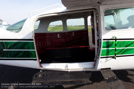 Central to ADV's successful use as a skydive platform, the mods installed in Portugal include a sliding cargo door for easier egress, as well as several handles and steps to facilitate group jumps or tandems.