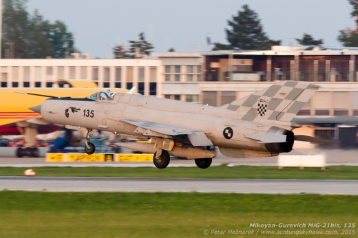 The last of the six MiGs participating in the final flypast is seen touching down onto RWY 05 during the last minutes of the golden hour. Even though the estimates for the number of jets to be airborne had varied between three and eight, the final six had nevertheless not left anyone indifferent!